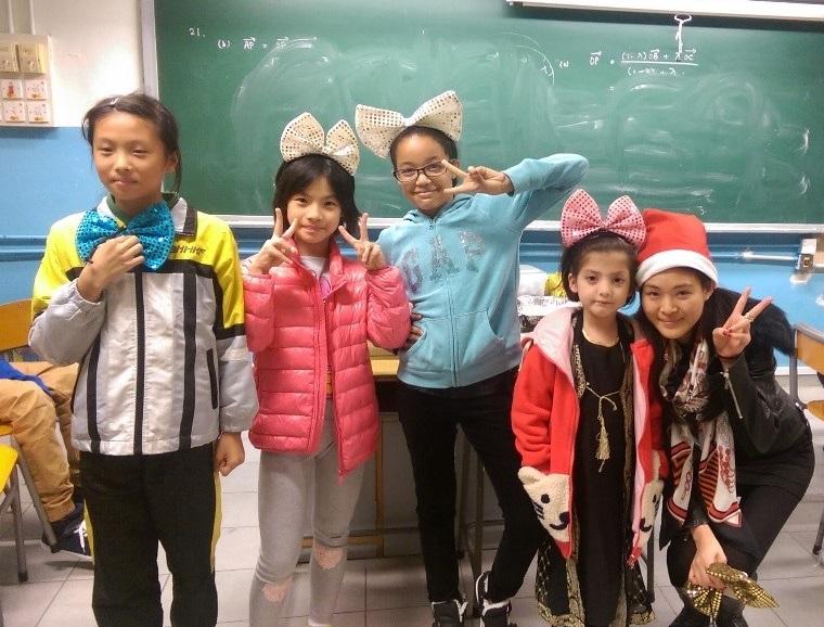 戴上「大煲呔」後,學童們變得更加可愛