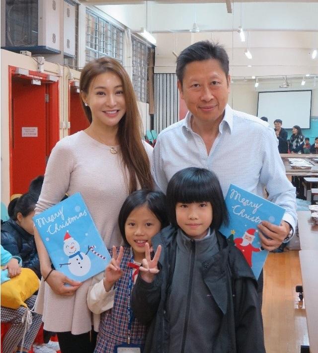 學童製作漂亮聖誕卡,送給主席蘇國豪先生及委員陳淑儀女士