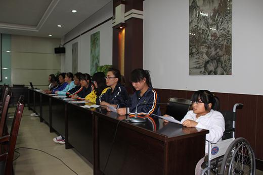 涼平醫專資助學生代表。