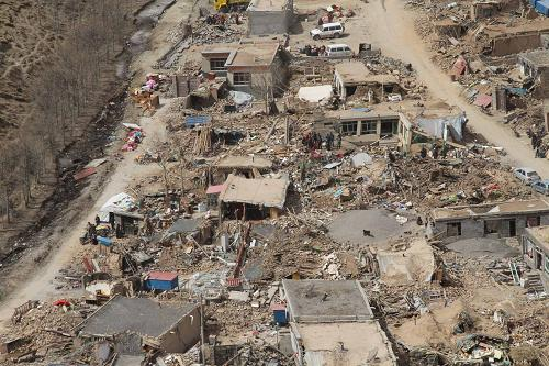 Houses were torn down by the earthquake, leaving the victims homeless after the disaster.